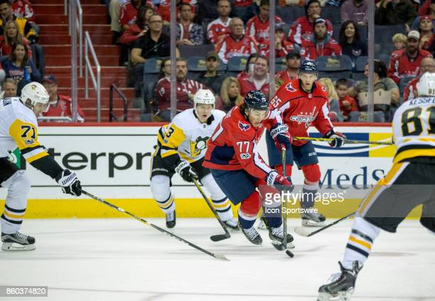 Washington Capitals right wing TJ Oshie moves between Pittsburgh Penguins center Evgeni Malkin and right wing Phil Kessel during a NHL game between...