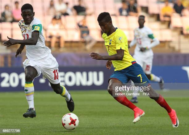 Washington Corozo of Ecuador runs with the ball during the FIFA U20 World Cup Korea Republic 2017 group F match between Senegal and Ecuador at Jeonju...