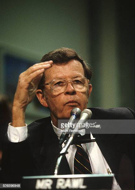 Washington DC 1989 Lawrence G Rawl testifies in front of Senate committee on the Vsldez oil spill Rawl was the Chairman and CEO of Exxon from 1985 to...