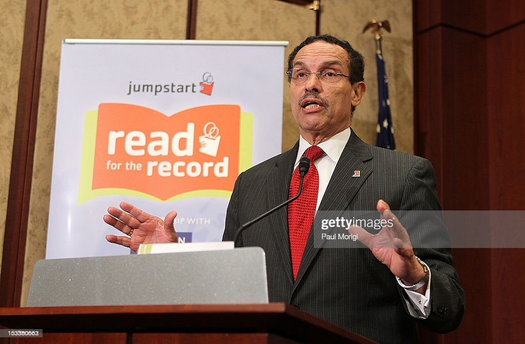 Washington, DC Mayor Vincent Gray makes a few remarks at Jumpstart's Read for the Record on Capitol Hill at the Capitol Visitors Center on October 4, 2012 in Washington, DC.