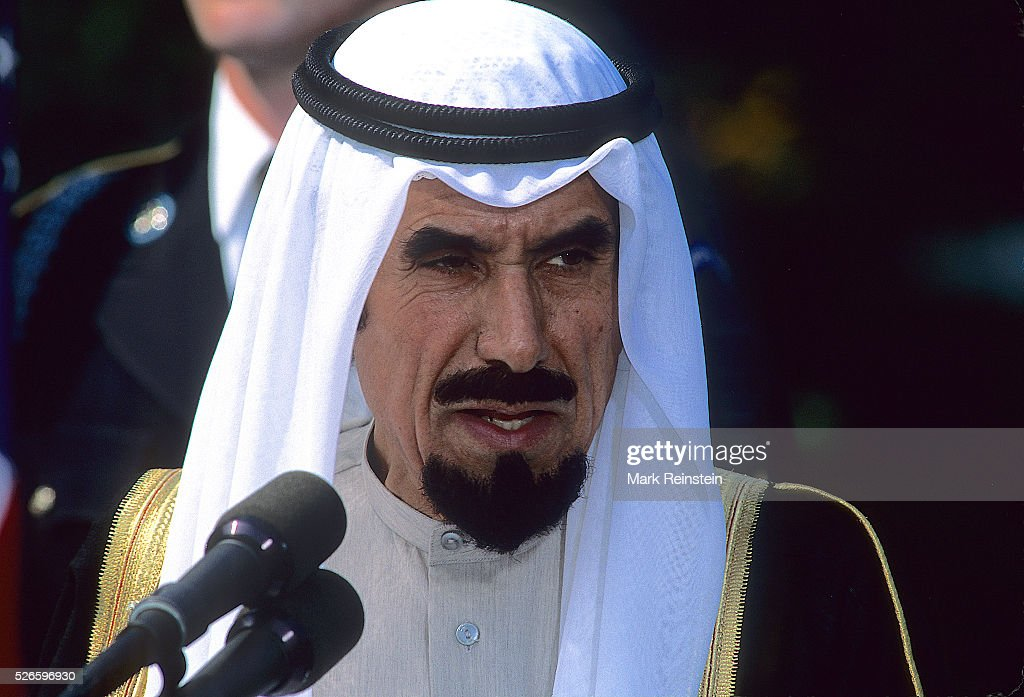 Washington DC Sept 281990 The Emir of Kuwait Sheik Jaber III AlAhmad AlJaber AlSabah speaks to the press on the South Lawn of the White House during...