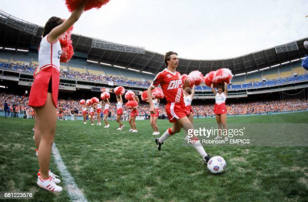 Washington Diplomats' Johan Cruyff is cheered onto the pitch by the Sidekicks Washington's cheerleading crew