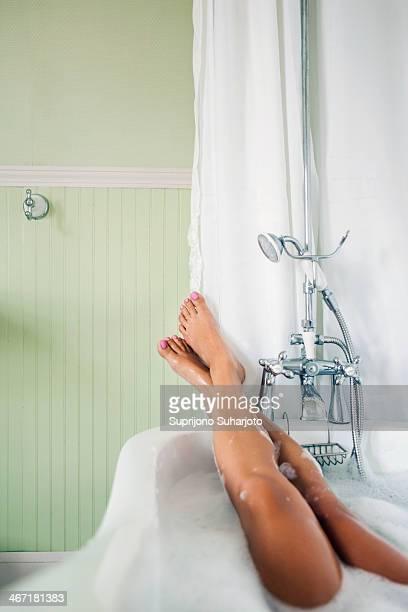 USA, Washington, Everett, Females feet up in bubble bath