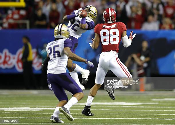 Washington Huskies defensive back Budda Baker breaks up a pass to Alabama Crimson Tide tight end OJ Howard during first half action of the ChickFilA...