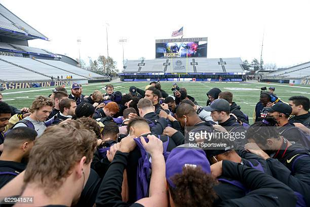 Washington players lead by Psalm Wooching huddle at the 50yard line before heading to the locker room USC defeated Washington 2613 at Husky Stadium...