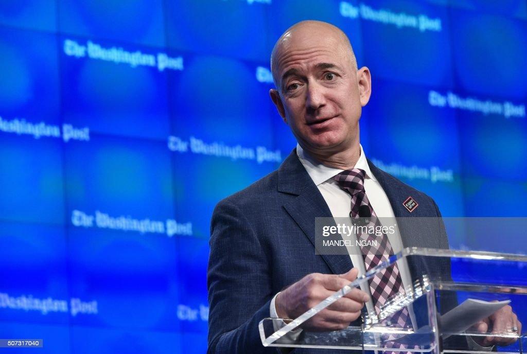 Washington Post owner Jeff Bezos speaks during the inauguration of the Washington Post Headquarters on January 28, 2016 in Washington, DC. / AFP / Mandel Ngan