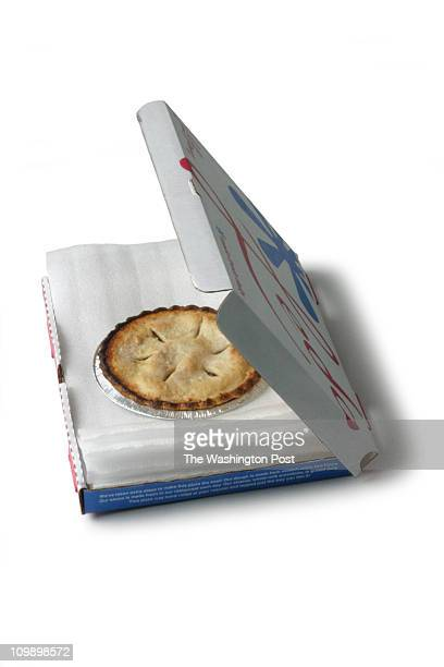 11/16/04 PHOTO Julia Ewan/TWP Carrier Pizza box with layered foam insert A hole cut in the middle of the foam insert stabilzes the pie