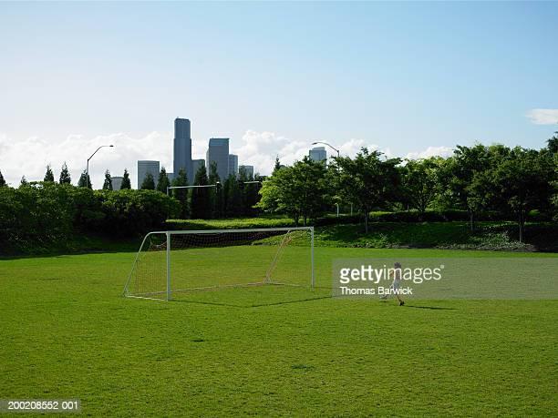 USA, Washington, Seattle, girl (8-10) on soccer field, side view