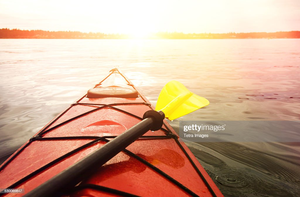 USA, Washington State, Olympia, Kayaking on lake