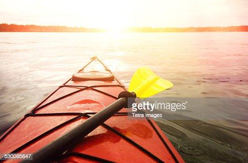USA, Washington State, Olympia, Kayaking on lake