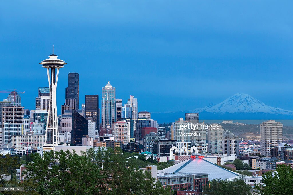 USA, Washington State, skyline of Seattle with Space Needle and Mount Rainier at blue hour
