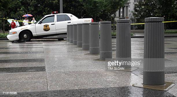A US Secret Service patrol car slamed into a malfunctioning hydrulic security bollard on Pennsylvania Avenue infront of the White House 27 June 2006...