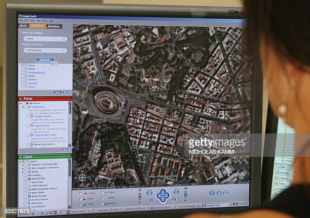 TO GO WITH AFP STORY 'AFPLIFESTYLEUSINTERNETGOOGLE' A woman looks at a view of the Italian capital Rome on Google Earth in Washington 03 August 2005...