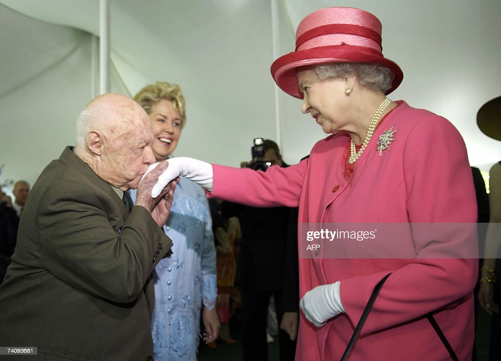 US actor <a gi-track='captionPersonalityLinkClicked' href=/galleries/search?phrase=Mickey+Rooney&family=editorial&specificpeople=91553 ng-click='$event.stopPropagation()'>Mickey Rooney</a> (L) kisses the hand of Queen <a gi-track='captionPersonalityLinkClicked' href=/galleries/search?phrase=Elizabeth+II&family=editorial&specificpeople=67226 ng-click='$event.stopPropagation()'>Elizabeth II</a> (R) of England during a garden party celebrating her state visit to the US at the British Embassy in Washington 07 May 2007. AFP PHOTO/Jonathan ERNST/Pool
