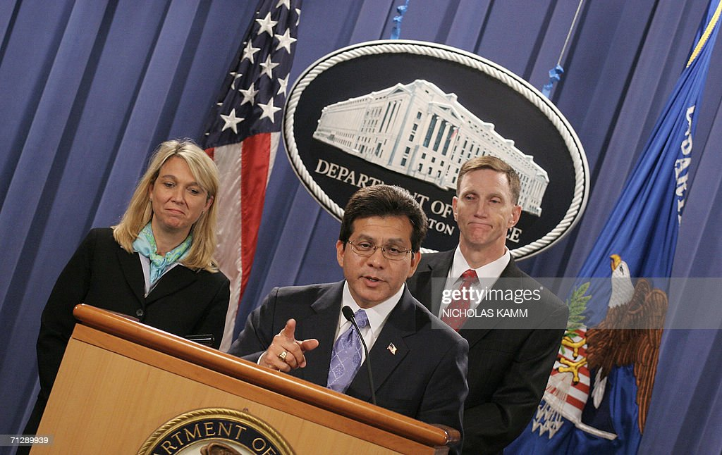 US Attorney General Alberto Gonzales (C), Deputy FBI Director John Pistole (R) and Assistant Attorney General Alice Fisher hold a press conference at the Justice Department in Washington 23 June 2006, one day after seven people were arrested in Miami on terrorism charges. US authorities arrested seven men over an alleged plot involving Al-Qaeda to blow up the Sears Tower skyscraper in Chicago as part of a 'war against the US government,' prosecutors said Friday. The seven were detained in Federal Bureau of Investigation (FBI) raids in Miami and were to make their first court appearance on Friday, officials said. AFP PHOTO/Nicholas KAMM