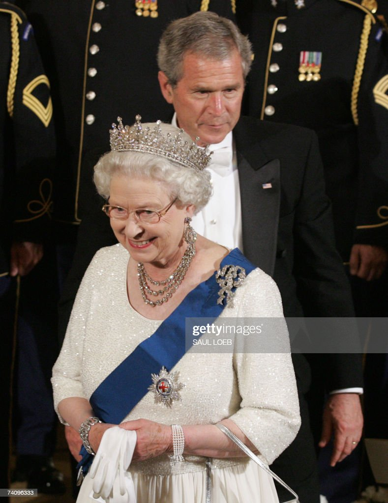 US President George W. Bush escorts Queen <a gi-track='captionPersonalityLinkClicked' href=/galleries/search?phrase=Elizabeth+II&family=editorial&specificpeople=67226 ng-click='$event.stopPropagation()'>Elizabeth II</a> after a performance by violinist Itzhak Perlman in the East Room following a State Dinner at the White House in Washington, DC, 07 May 2007. The British monarch and the US president solemnly toasted the tight bonds between their countries, in the grandest White House dinner of Bush's administration.