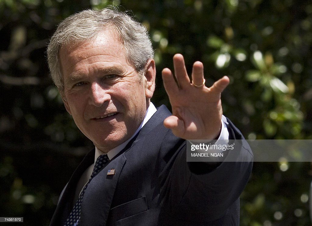 US President <a gi-track='captionPersonalityLinkClicked' href=/galleries/search?phrase=George+W.+Bush&family=editorial&specificpeople=122011 ng-click='$event.stopPropagation()'>George W. Bush</a> waves 29 May 2007 upon return to the White House in Washington, DC. Bush returned to Washington after a visit to the Federal Law Enforcement Training Center in Georgia. AFP PHOTO/Mandel NGAN