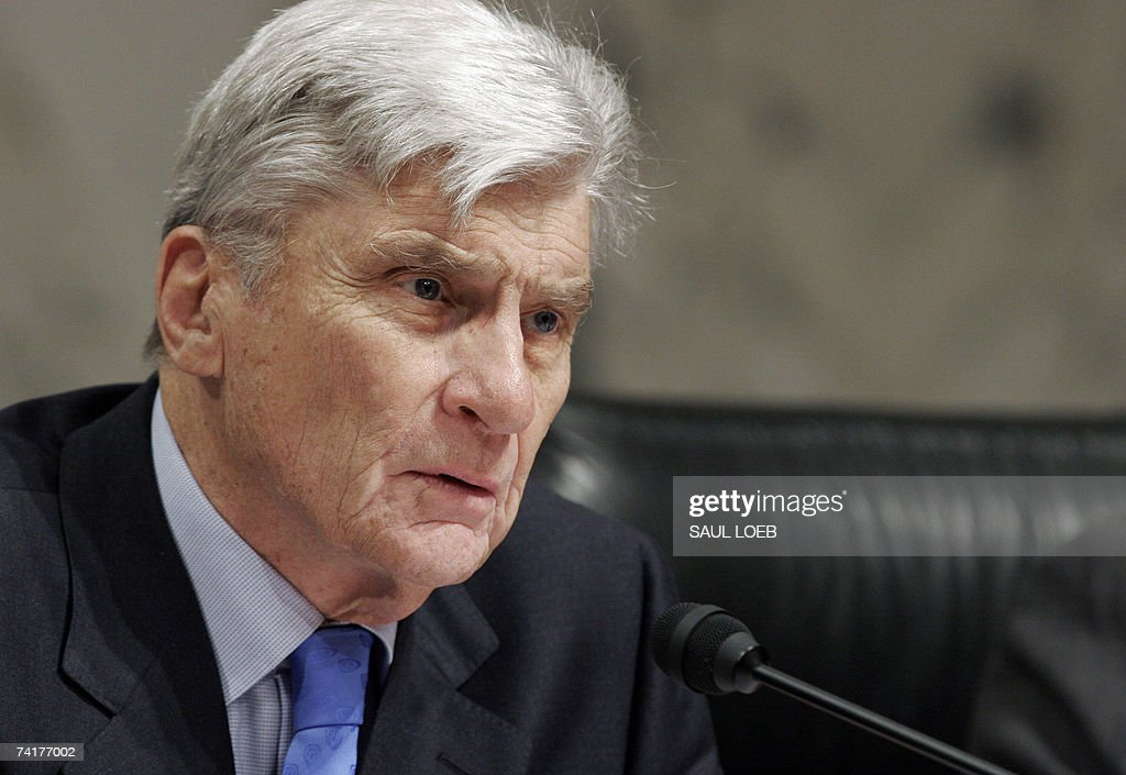 US Senator John Warner (R-VA) questions US General Bantz Craddock, commander of the US European Command and Supreme Allied Commander of Europe, during a Senate Armed Services Committee hearing on Capitol Hill in Washington, DC, 17 May 2007.