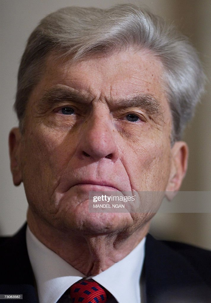 US Senator John Warner, R-VA, member of the Senate Armed Services Committee listens to testimony on the nomination of Lt. Gen. David Petraeus to be general and commander of the Multi-National Forces-Iraq 23 January 2007 in the Russel Senate Office Building in Washington, DC. AFP PHOTO/Mandel NGAN