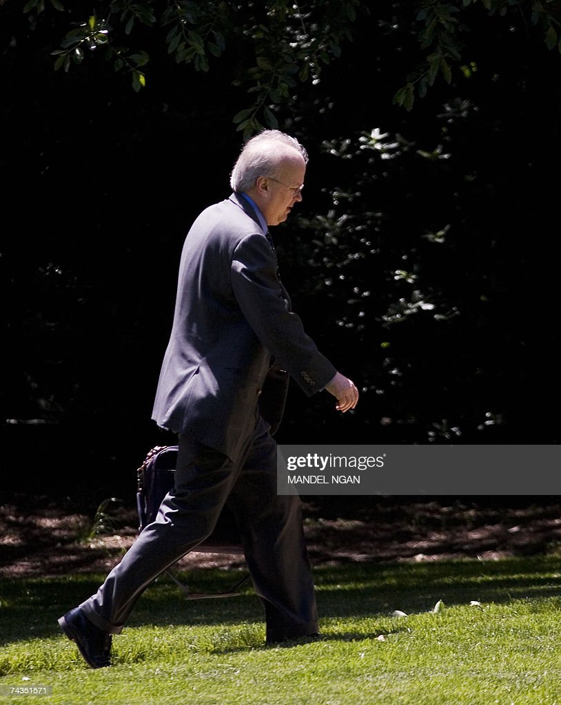 White House Deputy Chief of Staff Karl Rove walks across the South Lawn 29 May 2007 upon return to the White House in Washington, DC. Rove was travelling with US President George W. Bush who returned to Washington after a visit to the Federal Law Enforcement Training Center in Georgia. AFP PHOTO/Mandel NGAN