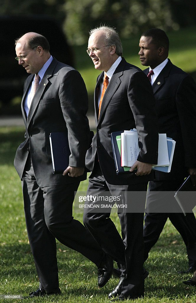White House Deputy Chiefs of Staff Karl Rove (C) and Joe Hagin (L) walk with Domestic Policy Most advisor Claude Allen (R) to Marine One on the South Lawn of the White House 01 November, 2005 in Washington, DC. Joseph Wilson, the former US diplomat in the eye of the CIA-leak storm, on Monday demanded the scalp of White House political maestro Karl Rove, over a scandal which has already toppled one key official. AFP PHOTO/Brendan SMIALOWSKI