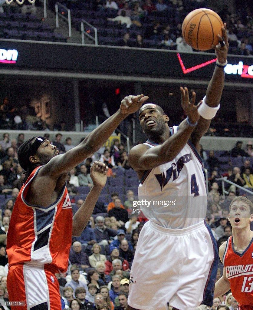Washington Wizards Antawn Jamison 4 shoots over Charlotte