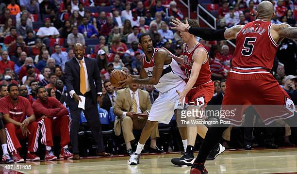Washington Wizards forward Trevor Ariza looks to pass around Chicago Bulls forward Mike Dunleavy in the first quarter of game four of the NBA...