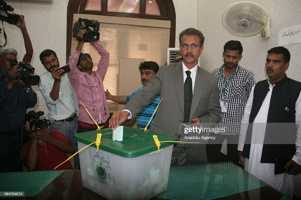 Wasim Akhtar mayoral candidate of MQM casts his ballot at a polling station within mayoral election in Karachi Pakistan on August 24 2016