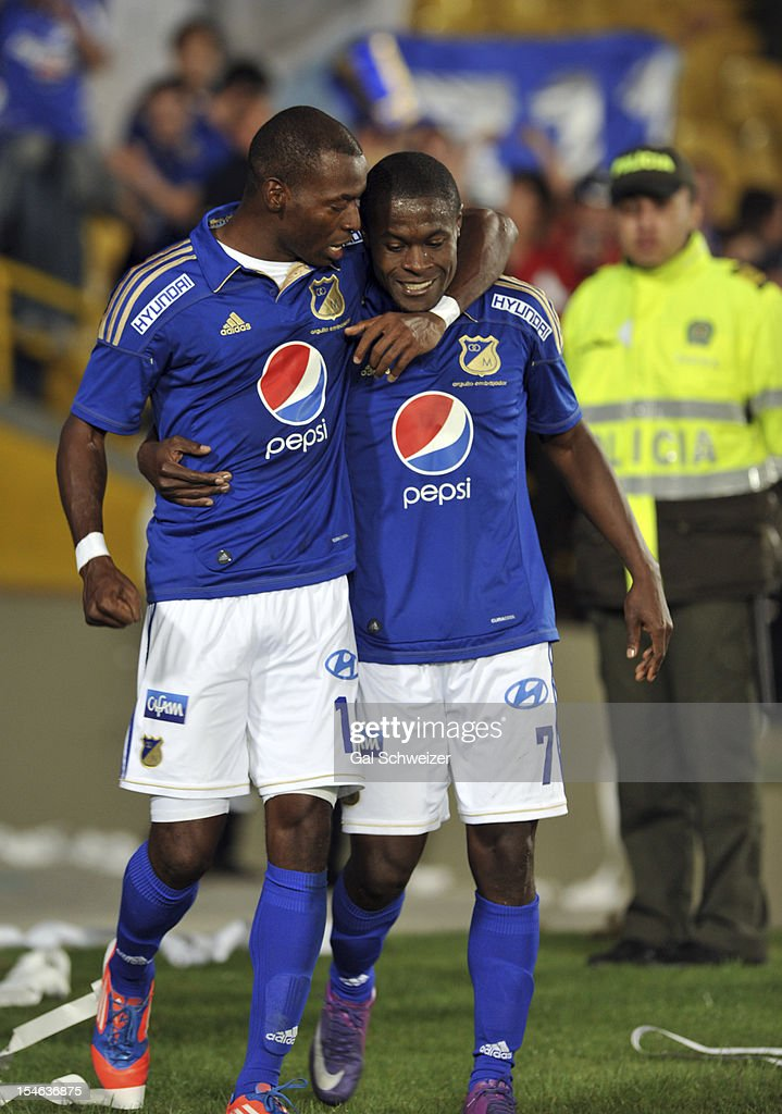 <a gi-track='captionPersonalityLinkClicked' href=/galleries/search?phrase=Wason+Renteria&family=editorial&specificpeople=666364 ng-click='$event.stopPropagation()'>Wason Renteria</a> (L) of Millonarios and his team mate celebrate a goal during a match between Millonarios and Palmeiras as part of the Copa Bridgestone Sudamericana at the Nemesio Camacho stadium on October 23, 2012 in Bogota, Colombia.