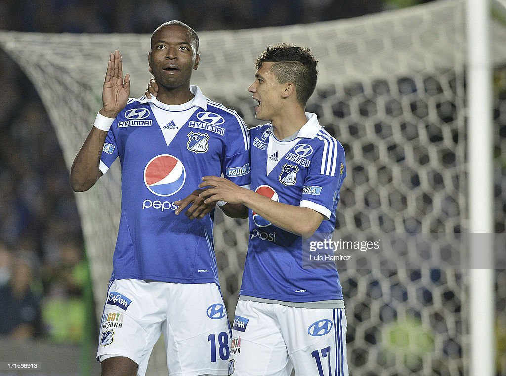 <a gi-track='captionPersonalityLinkClicked' href=/galleries/search?phrase=Wason+Renteria&family=editorial&specificpeople=666364 ng-click='$event.stopPropagation()'>Wason Renteria</a> (R) of Millonarios celebrates a goal during the match between Millonarios and Deportivo Cali as part of Postobon I Leguaje 2013 at Nemesio Camacho El Campin Stadium on June 26, 2013 in Bogota, Colombia.