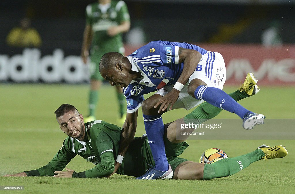 <a gi-track='captionPersonalityLinkClicked' href=/galleries/search?phrase=Wason+Renteria&family=editorial&specificpeople=666364 ng-click='$event.stopPropagation()'>Wason Renteria</a> (R) of Millonarios struggles for the ball with Luis Calderon (L) of Cali during a match between Millonarios and Deportivo Cali as part of the Liga Postobon II 2013 at Nemesio Camacho El Campin Stadium on November 20, 2013 in Bogota, Colombia.