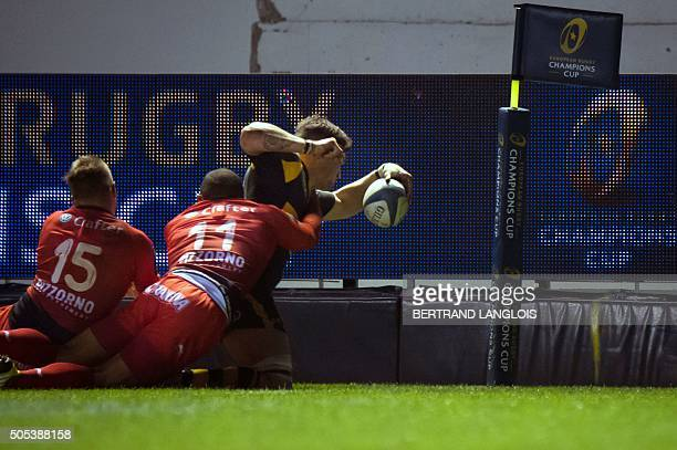 Wasps' English flanker Guy Thompson scores a try despite RC Toulon's South African winger Bryan Habana during the European Champions Cup rugby union...