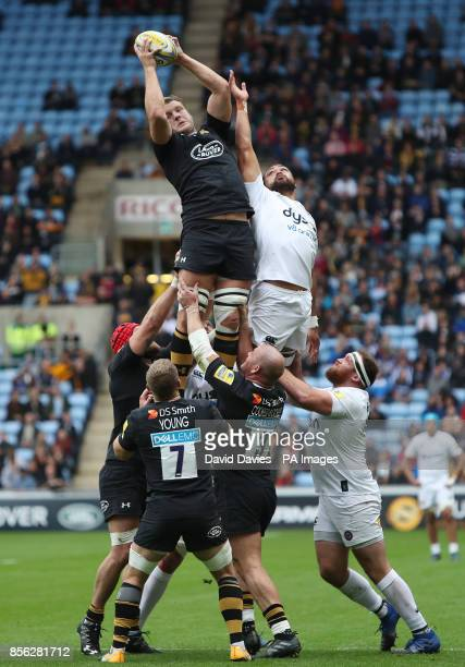 Wasps Joe Launchbury wins a lineout from Bath's Taulupe Faletau during the Aviva Premiership match at the Ricoh Arena Coventry