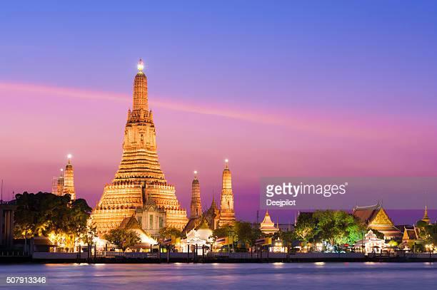 Le Temple Wat Arun au coucher de soleil à Bangkok, Thaïlande
