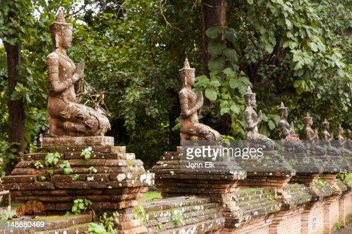 Wat Chedi Luang, wall figures.