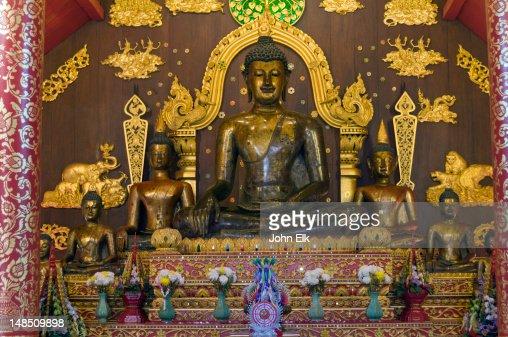Wat Phra Kaew, viharn, Buddha figure.