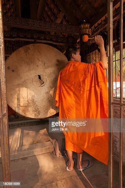 Wat Xieng Thong, monk sounding gongs