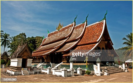Wat Xieng Thong (buddisth temple) XVI Centruy. Lua : Stock Photo