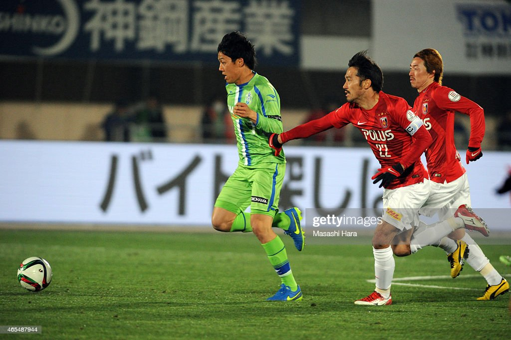 <a gi-track='captionPersonalityLinkClicked' href=/galleries/search?phrase=Wataru+Endo&family=editorial&specificpeople=7800427 ng-click='$event.stopPropagation()'>Wataru Endo</a> #3 of Shonan Bellmare in action during the J. League match between Shonan Bellmare and Urawa Red Diamonds at Shonan BMW Stadium Hiratsuka on March 7, 2015 in Hiratsuka, Japan.