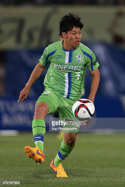 Wataru Endo of Shonan Bellmare in action during the JLeague match between Shonan Bellmare and Gamba Osaka at Shonan BMW Stadium Hiratsuka on April 18...