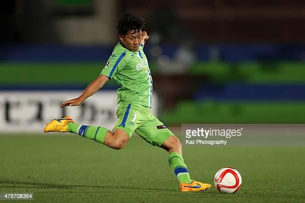 Wataru Endo of Shonan Bellmare in action during the JLeague Yamazaki Nabisco Cup match between Shonan Bellmare and FC Tokyo at Shonan BMW Stadium...