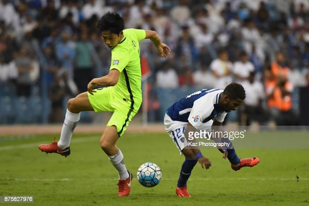 Wataru Endo of Urawa Red Diamonds and Nawaf Al Abid of AlHilal compete for the ball during the AFC Champions League Final 2017 first leg between...