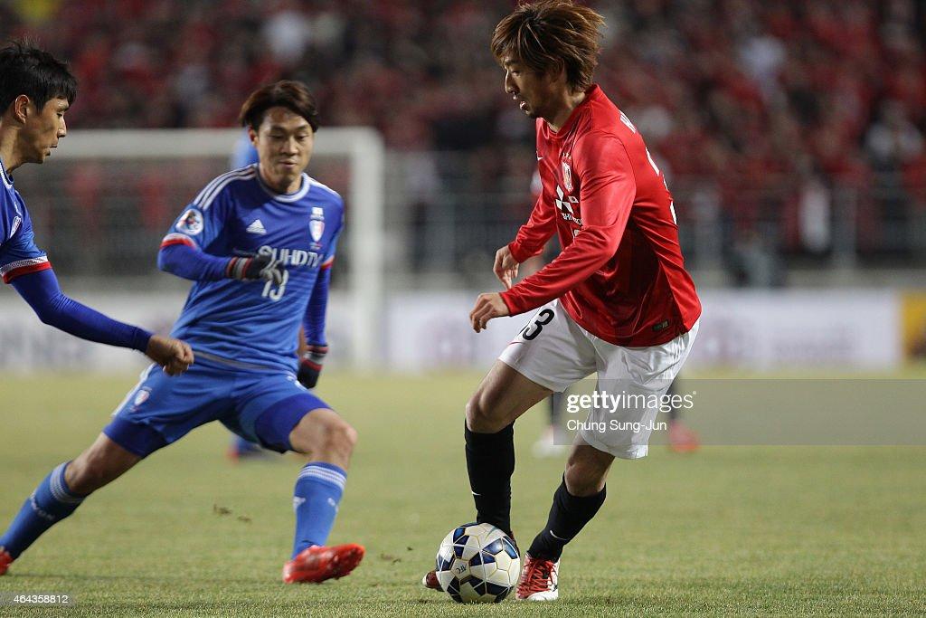Wataru Hashimoto of Urawa Red Diamonds controls the ball during the AFC Champions League Group G match between Suwon Samsung FC and Urawa Red...