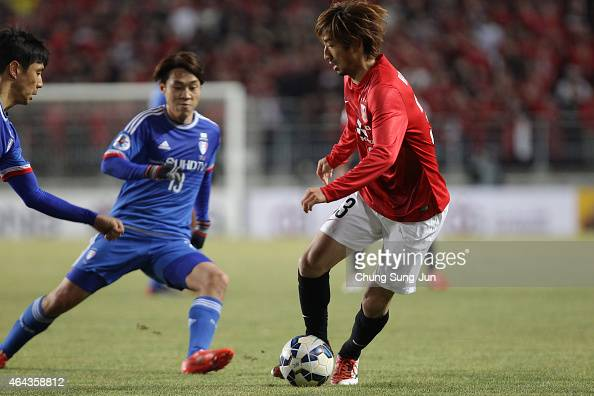 Wataru Hashimoto of Urawa Red Diamonds controls the ball during the AFC Champions League Group G match between Suwon Samsung FC and Urawa Red...