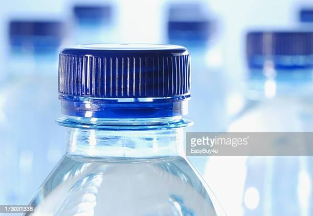 Flaschen Wasser