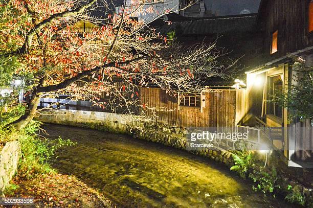 水運河と併せて、伝統的な日本建築の祇園日本