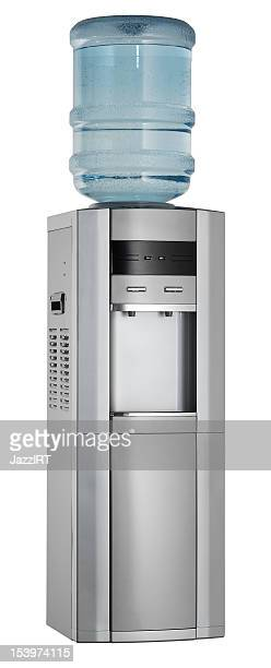 Distributeur d'eau (isolé avec un Tracé de détourage sur fond blanc