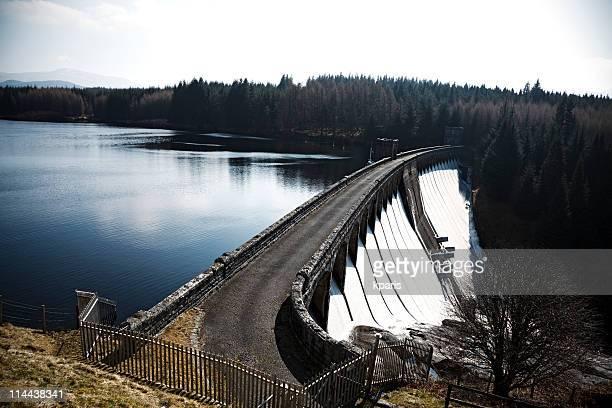 Wasser-Staudamm