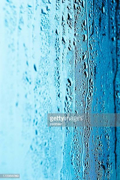 Wasser Tropfen auf einem Fenster
