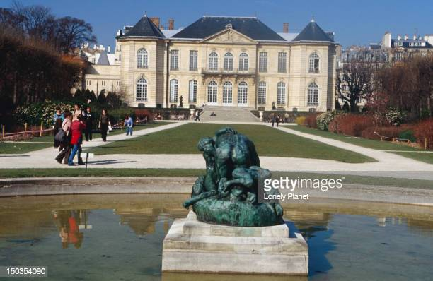 Water feature and Musee Rodin in background.